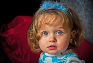 Маленькая девочка на фотосессии