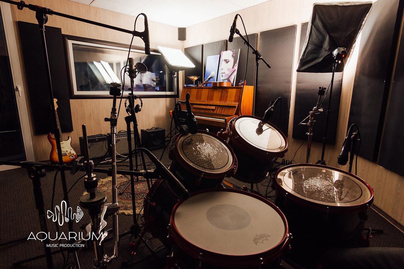 студия звукозаписи, барабаны, музыкальные инструменты