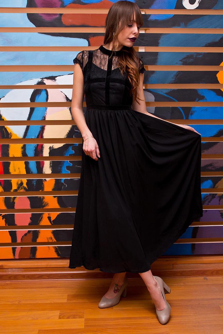 Черное вечернее платье, девушка